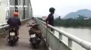Người đàn ông bỏ lại xe máy trên cầu Bến Thủy rồi gieo mình xuống sông tự tử