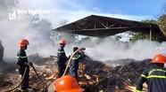 Xưởng gỗ bốc cháy dữ dội trong ngày nắng gắt