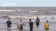 Nam sinh lớp 9  bị sóng cuốn trôi khi đi tắm biển