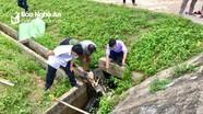 Phát hiện thi thể một cụ già dưới kênh bê tông