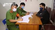 Bắt giữ kẻ đưa người 'thông chốt' kiểm soát dịch vào TP Vinh để lấy tiền công