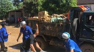 Đô Lương huy động hàng trăm người dân vệ sinh môi trường sau khi lũ rút