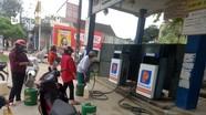 Cây xăng dầu không chịu giảm giá, treo biển nghỉ vì Covid ở Nghệ An