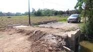 Dân xã Trung Sơn (Đô Lương) kêu khổ vì đường thôn bị xe quá tải 'cày xới'
