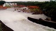 Hai hồ chứa lớn nhất Nghệ An duy trì xả tràn ứng phó bão số 7