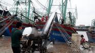 Tàu cá Nghệ An 'nạp' hàng nghìn tấn đá lạnh để vươn khơi