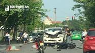 Ô tô lấn làn, đâm trực diện xe máy khiến 2 thanh niên nằm bất tỉnh