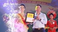 """Nữ """"ảo thuật gia"""" đoạt ngôi vị cao nhất cuộc thi Thanh niên thanh lịch Lễ hội Đền Cuông"""