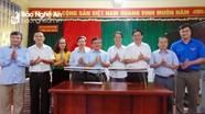 Ban Dân vận Tỉnh ủy tặng quà cho học sinh bán trú tại Quỳ Châu, Quế Phong, Tương Dương
