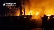Nghệ An: 4 tàu cá bốc cháy dữ dội trong đêm