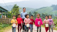 Phụ huynh, giáo viên rẻo cao Nghệ An 'góp cơm' để tổ chức bán trú cho học trò điểm trường lẻ