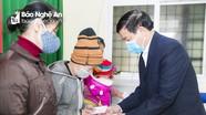 Sở Giáo dục và Đào tạo và Sacombank tặng quà Tết cho các hộ nghèo