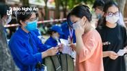 Thanh niên tình nguyện đồng hành 'tiếp sức' cùng sĩ tử