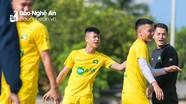 V.League 2021 lùi lịch và vấn đề của SLNA