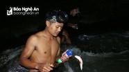 Lặn suối săn cá đêm ở vùng cao Nghệ An