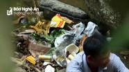 Khe suối vùng cao Nghệ An ngập rác sau kỳ nghỉ lễ