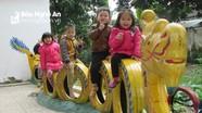 Lạ mắt đồ chơi làm bằng đồ phế thải của các cô giáo miền núi