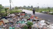 Người dân bị hành hạ bởi rác thải tràn ngập đường 8B