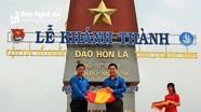 Tỉnh đoàn Nghệ An trao tặng 25 lá cờ Tổ quốc tại đảo Hòn La, Quảng Bình