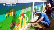 Thanh niên vẽ tranh tường và làm đồ chơi tặng trẻ em nghèo