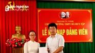 Trường THPT Hà Huy Tập kết nạp Đảng cho 7 học sinh