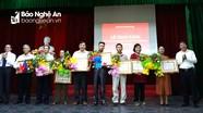 Trao Huy hiệu Đảng tặng đảng viên TP. Vinh và huyện Tân Kỳ