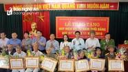 Đô Lương trao Huy hiệu Đảng tặng đảng viên 65, 70 năm tuổi Đảng