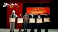 Thành phố Vinh trao Huy hiệu Đảng cho 23 đảng viên