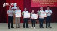 Trao Huy hiệu Đảng cho đảng viên ở TP. Vinh và huyện Nghĩa Đàn