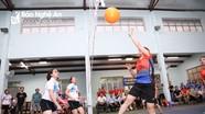Sôi nổi các trận đấu tại Giải Bóng chuyền hơi nữ Công đoàn Viên chức Nghệ An