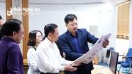 Nguyên Bộ trưởng Bộ TT&TT Lê Doãn Hợp gặp gỡ, trao đổi với cán bộ, phóng viên Báo Nghệ An