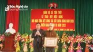 Trao Huy hiệu 75 năm tuổi Đảng cho đảng viên lão thành Quỳnh Lưu