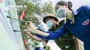 Đoàn viên thanh niên vùng cao Nghệ An 'hô biến' ta luy dương thành tác phẩm cổ động bầu cử