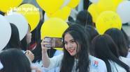 Ngẩn ngơ vẻ đẹp nữ sinh trường Huỳnh Thúc Kháng trong lễ bế giảng cuối cấp