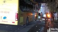 Xe khách đâm đuôi xe tải, 6 người bị thương
