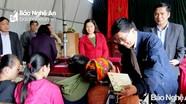 Phó Bí thư Tỉnh ủy Nguyễn Văn Thông chúc Tết người nghèo tại Quỳ Châu, Quỳ Hợp