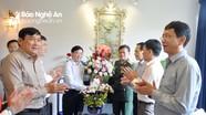 Phó Bí thư Tỉnh ủy Nguyễn Văn Thông thăm và chúc mừng các Nhà giáo ưu tú