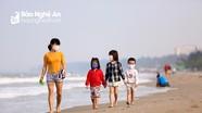 Phớt lờ lệnh cách ly, nhiều người vẫn kéo nhau ra bãi biển Cửa Lò