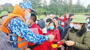 Bộ Tư lệnh Cảnh sát biển tặng quà nhân dân vùng biển Nghệ An