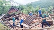 Một ngôi nhà ở vùng cao Nghệ An đổ sập do mưa lớn