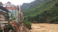 Nước lũ đánh sập, cuốn trôi một trường tiểu học ở Kỳ Sơn