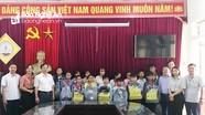 Ủy ban Kiểm tra Tỉnh ủy tặng quà học sinh nghèo