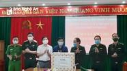 Chính ủy Bộ đội Biên phòng thăm, tặng quà cán bộ, chiến sỹ vùng biên giới Việt - Lào