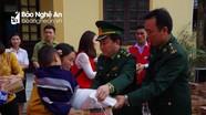 Hàng trăm suất quà đến với học sinh, người nghèo huyện biên giới Quế Phong