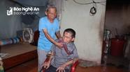 Cám cảnh vợ chồng già gần 90 tuổi nuôi 2 con tàn tật