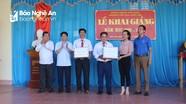 Ban Nội chính Tỉnh ủy tặng quà cho học sinh nghèo ở Quỳ Châu
