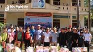 Các nhóm thiện nguyện trao quà trị giá trên 100 triệu đồng tại Kỳ Sơn