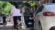 Hiểm họa tai nạn thương tâm do mở cửa xe ô tô bất cẩn