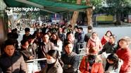 Sau Tết, người dân ở Nghệ An chen chân làm hộ chiếu, chứng minh thư