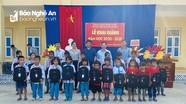 Công ty Thủy điện Bản Vẽ trao quà cho học sinh nghèo ở Tương Dương